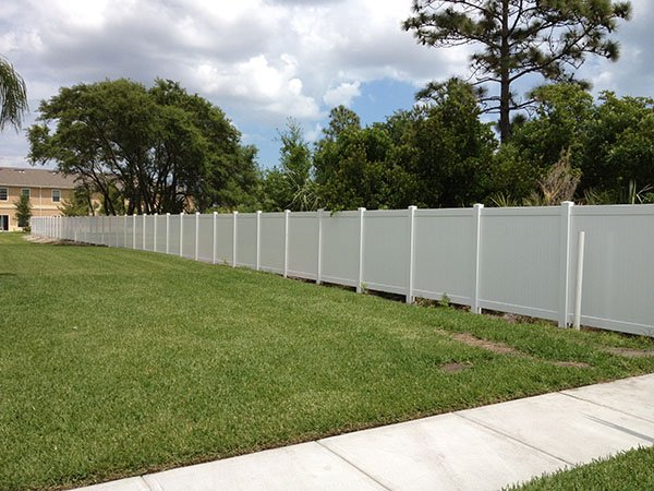 vinyl commercial fence
